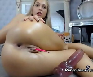 Camgirl Loves to play on..